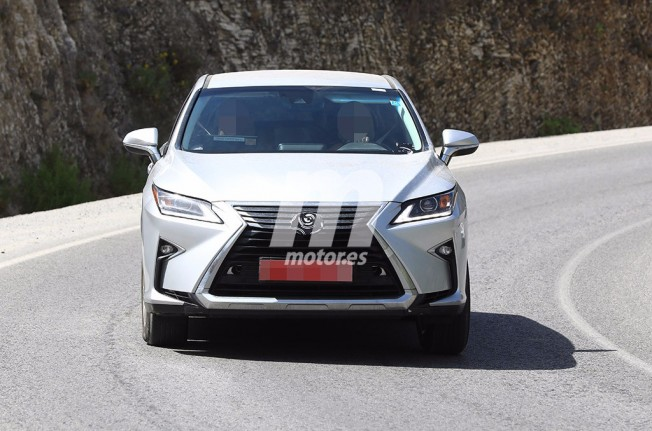 Lexus RX 2018 - foto espía frontal
