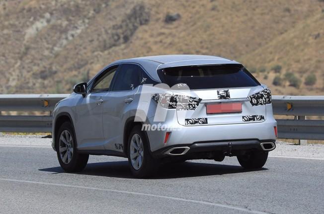 Lexus RX 2018 - foto espía posterior