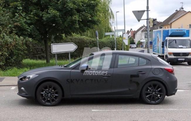 Mazda3 2019 - foto espía lateral