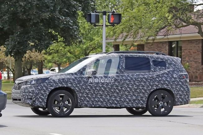 Subaru Forester 2019 - foto espía lateral