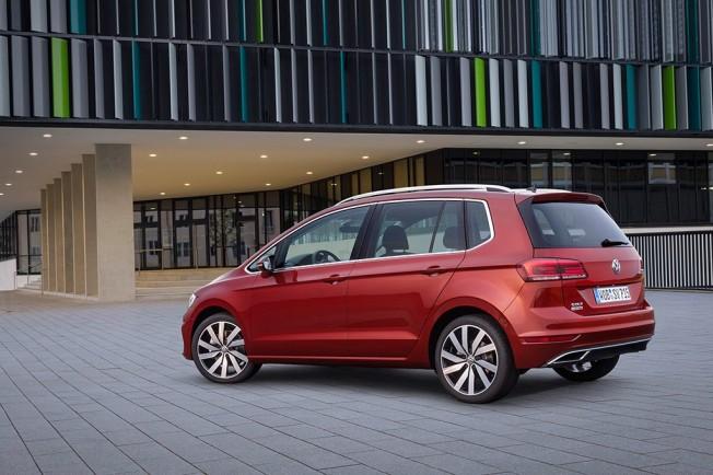 Volkswagen Golf Sportsvan 2018 - posterior