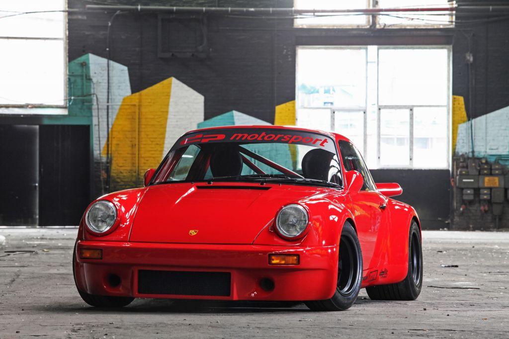 Salvaje creación restomod sobre un Porsche 911 Carrera RS de 1974