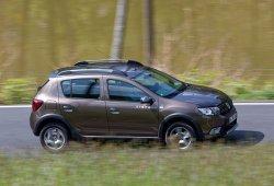 España - Agosto 2017: Dacia Sandero líder, Toyota Yaris en Top 10