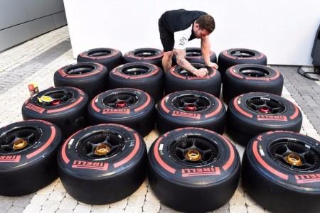 Vettel tendrá dos juegos más de superblandos que Hamilton en Sepang