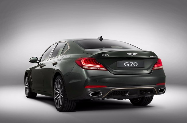 Genesis G70 2018 - posterior