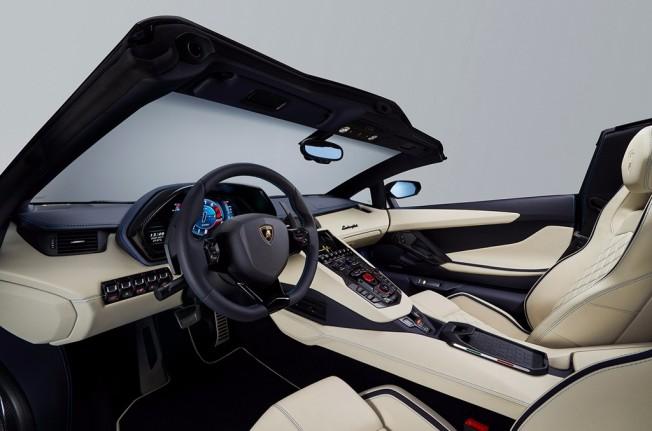 Lamborghini Aventador S Roadster 2018 - interior
