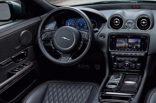 Jaguar XJR575 - interior