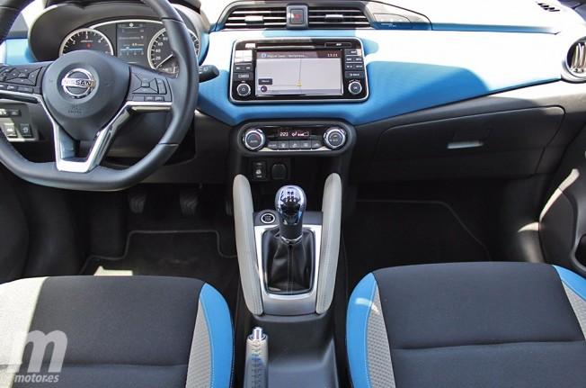 Nissan Micra 2017 - interior