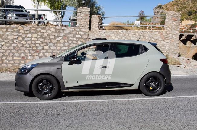 Renault Clio 2019 - foto espía lateral