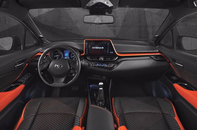 Toyota C-HR Hy-Power Concept - interior