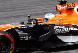 """Alonso, sin puntos tras """"la típica acción que no lleva a nada"""" con Magnussen"""