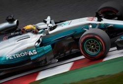 Hamilton enfila el título tras el KO de Vettel