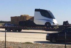 Las primeras fotos filtradas del nuevo camión de Tesla