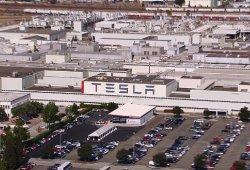 Tesla despide simultáneamente a cientos de empleados