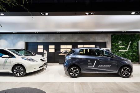 """Este """"concesionario"""" multimarca no vende coches eléctricos, solo los muestra"""