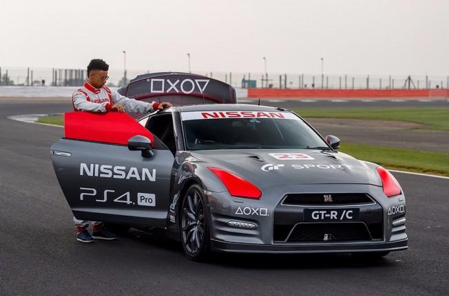 Nissan GT-R controlado remotamente con un mando de PlayStation