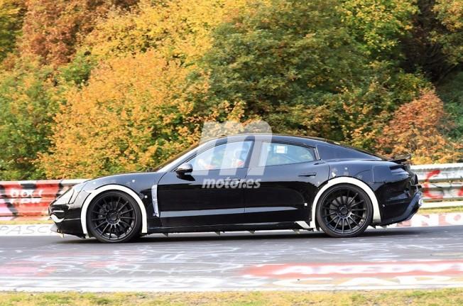 Porsche Mission E - foto espía lateral