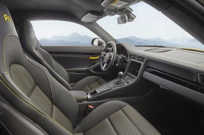 Porsche 911 Carrera T - interior