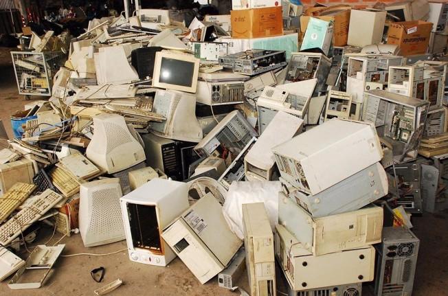 Equipos informáticos obsoletos y desechados