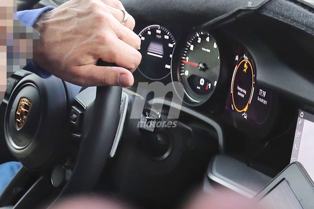 Nuevas fotos espías nos permiten un vistazo al interior del nuevo Porsche 911 con más detalle