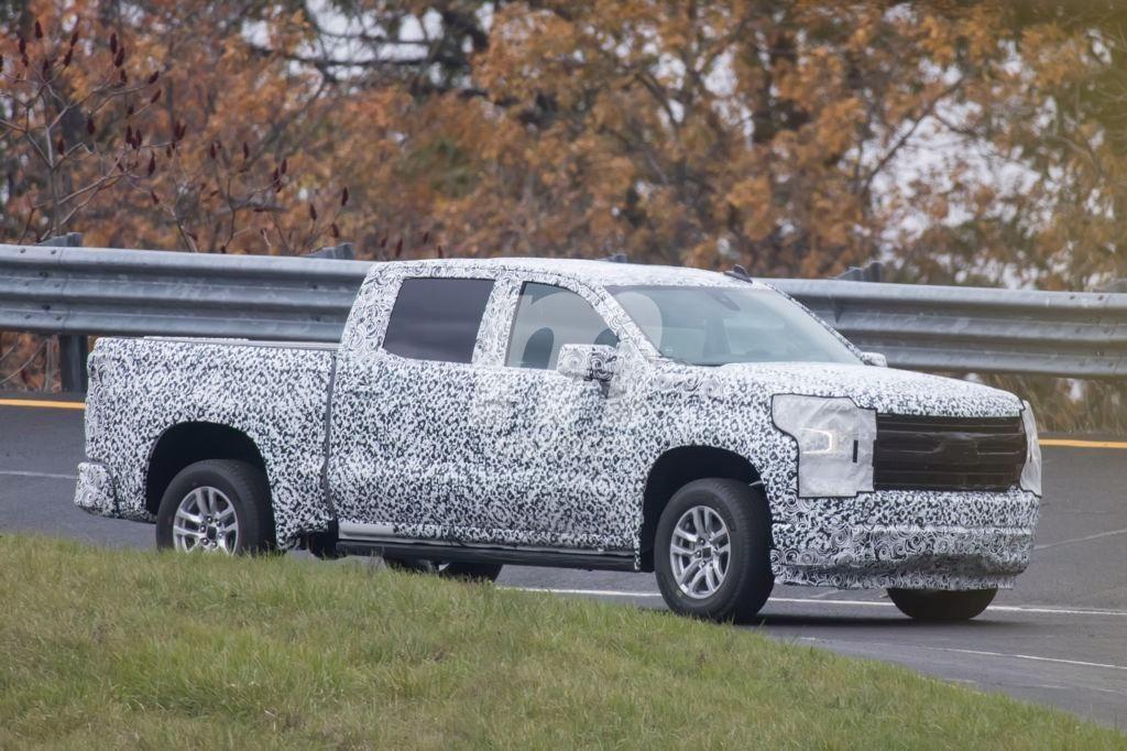 Chevrolet Silverado 2019: con menos camuflaje nos muestra sus formas