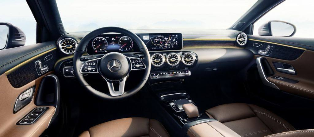 Mercedes revela el lujoso interior del nuevo Clase A