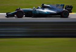 Tercera pole del año para Bottas, con Hamilton estrellado