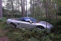 Rescatan un Honda NSX abandonado en un bosque de Rusia