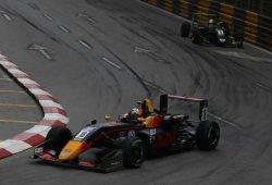 Daniel Ticktum gana la Copa Mundial de F3 tras chocar los líderes al final