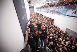 Mercedes y Lewis Hamilton celebran sus títulos a lo grande en casa