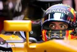 """Sainz, optimista para la carrera: """"En tandas largas somos mucho más competitivos"""""""