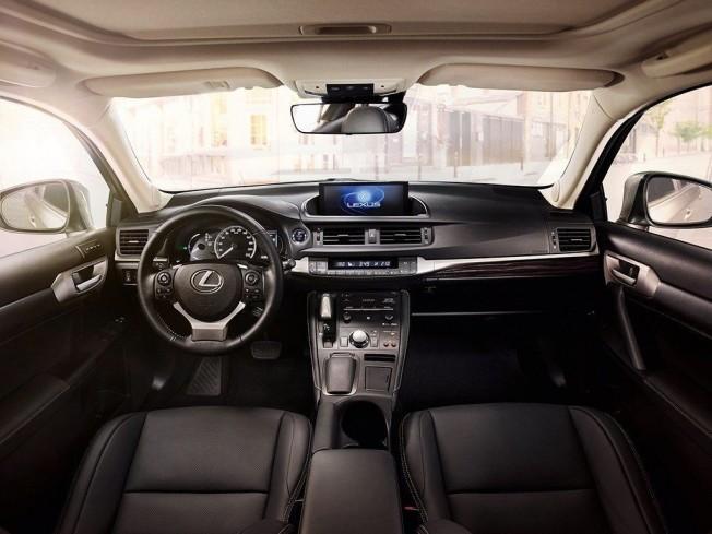 Lexus CT 200h 2018 - interior