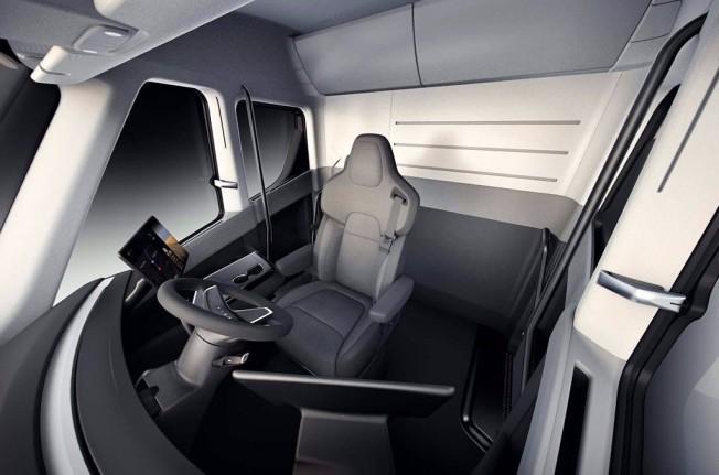 Tesla Semi 2019 - interior
