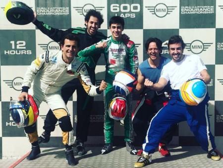 Pedro de la Rosa y la promesa David Vidales, compañeros de Fernando Alonso