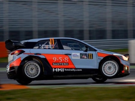 Mikkelsen y Neuville inician el Monza Rally Show al frente