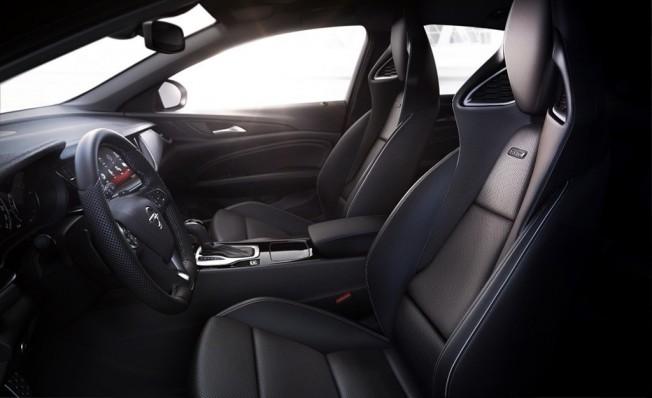 Opel Insignia GSi - interior