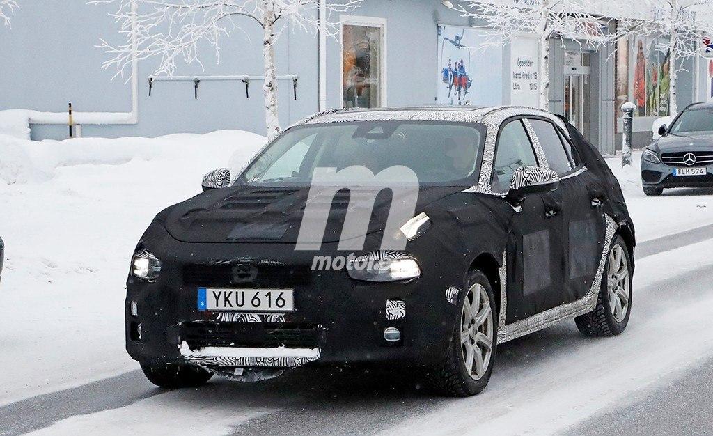 El nuevo Lynk & Co 04 debuta en las pruebas de invierno con sus primeras fotos espía