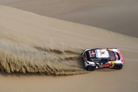 Dakar 2018, etapa 4: Loeb gana, Al-Attiyah se hunde