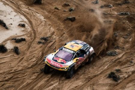 Dakar 2018, etapa 8: Sainz cede lo justo con Peterhansel