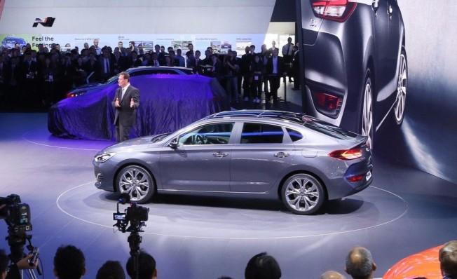 Hyundai i30 Fastback - lateral