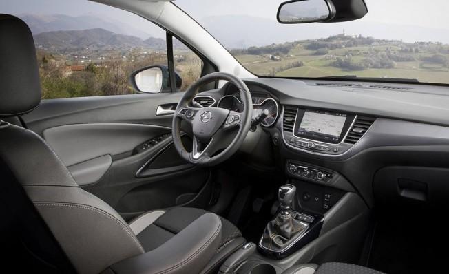 Opel Crossland X GLP - interior