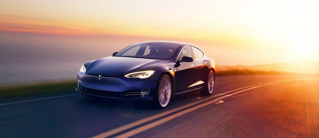¿Vuelve la tracción trasera a la gama del Tesla Model S en 2018?