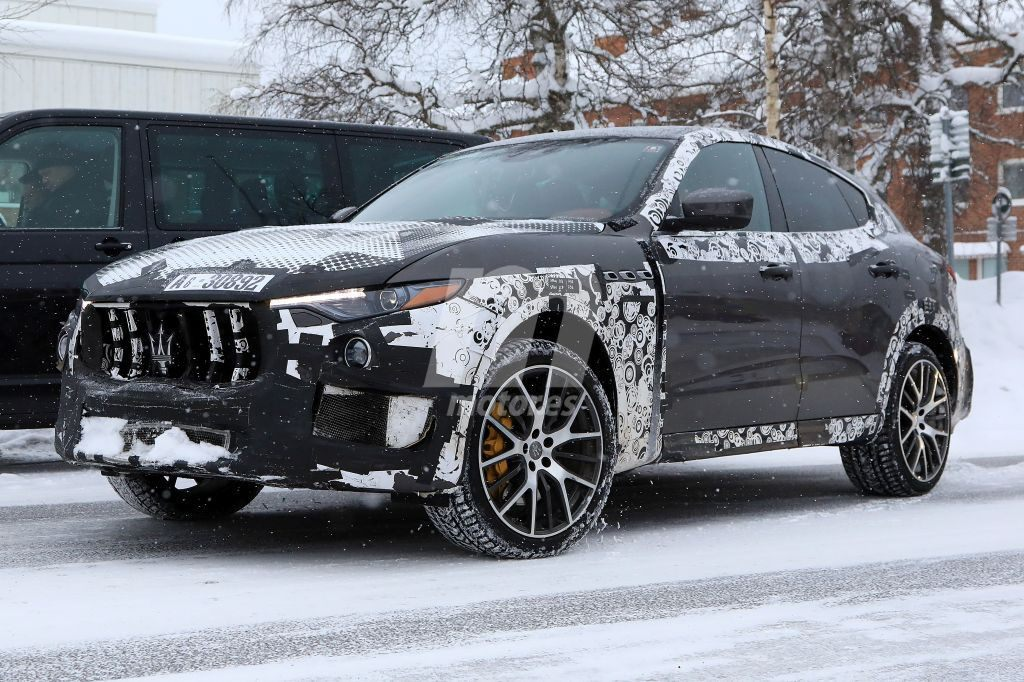El Maserati Levante GTS 2019 estira su nuevo V6 en la nieve