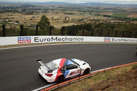 Mostert regala la pole a BMW en las 12 Horas de Bathurst