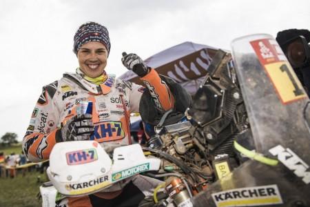 """Laia Sanz renueva por KTM: """"Haré dos Dakar en moto"""""""
