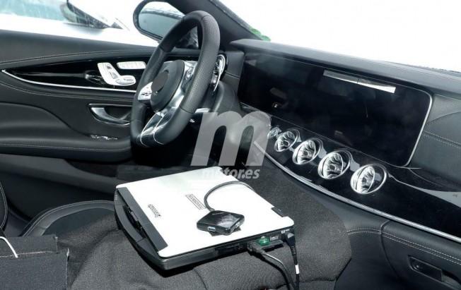Mercedes-AMG GT4 - foto espía interior