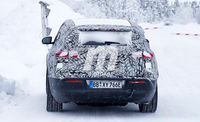 Mercedes EQC 2019 - foto espía posterior