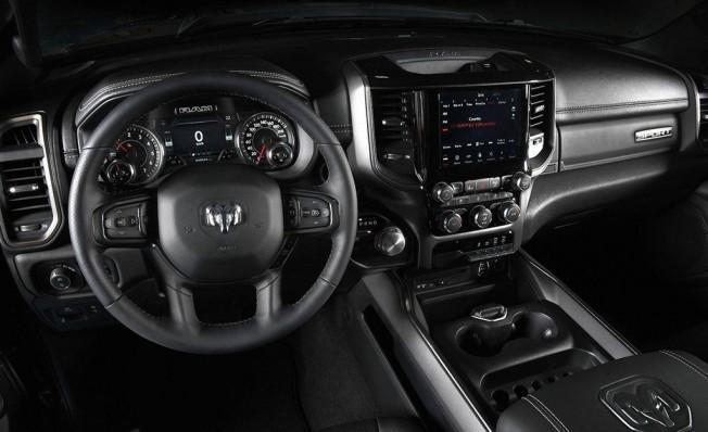 RAM 1500 Sport - interior