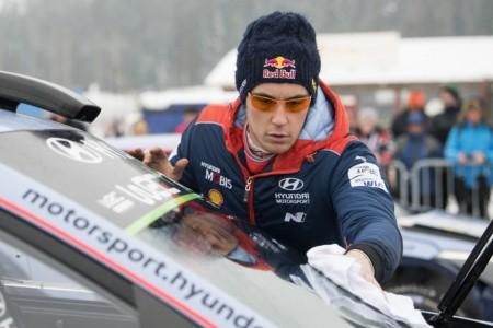 Thierry Neuville defiende su liderato en el Rally de México