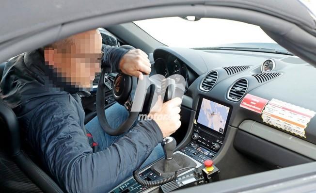 Porsche 718 Boxster Spyder 2018 - foto espía interior